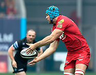 Scarlets' Tadhg Beirne gets the ball away<br /> <br /> Photographer Simon King/Replay Images<br /> <br /> Guinness PRO14 Round 19 - Scarlets v Glasgow Warriors - Saturday 7th April 2018 - Parc Y Scarlets - Llanelli<br /> <br /> World Copyright &copy; Replay Images . All rights reserved. info@replayimages.co.uk - http://replayimages.co.uk