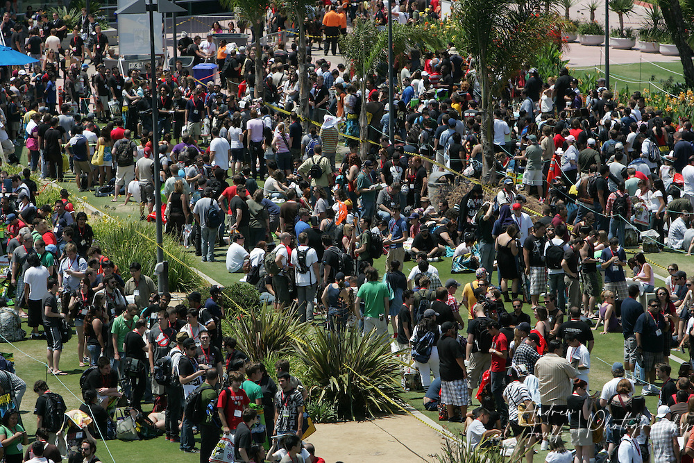 "Andrew Foulk/ Zuma Press.July 23, 2009, San Diego, California, USA. Comic Con. Comic Con attendees stand in line, in hopes of getting to see a preview of director James Cameron's newest film ""Avatar"", during day one of the 40th annual San Diego International Comic Con."