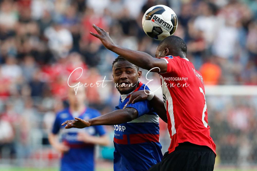 09-04-2017 VOETBAL:PSV-WILLEM II:EINDHOVEN<br /> Nicolas Isimat-Mirin van PSV in duel met Asumah Abubakar van Willem II  <br /> <br /> Foto: Geert van Erven