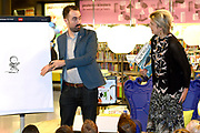Prinses Laurentien leest voor aan kinderen van groep 1 en 2, uit het kinderboek De kleine walvis, tijdens het Nationale Voorleesontbijt in de nieuwe bibliotheek in Almere-Stad<br /> <br /> Princess Laurentien reads to children of group 1 and 2, from the children's book The Little Whale, during National Reading Breakfast at the new library in Almere-Stad<br /> <br /> Op de foto / On the photo:  Prinses Laurentien en auteur van het kinderboek De kleine walvis Benji Davies ///  Princess Laurentien and author of the children's book The Little Whale Benji Davies