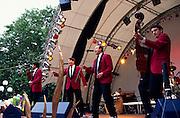 Deutschland Germany Hessen.Hessen, Wiesbaden.Wilhelmstra§e, Wilhelmstra§enfest, Musiker auf B?hne., Wilhelm Street, street festival, musicians on stage...