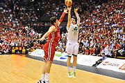 DESCRIZIONE : Campionato 2013/14 Finale GARA 7 Olimpia EA7 Emporio Armani Milano - Montepaschi Mens Sana Siena Scudetto<br /> GIOCATORE : Matt Janning<br /> CATEGORIA : Tiro tre punti<br /> SQUADRA : Montepaschi Siena<br /> EVENTO : LegaBasket Serie A Beko Playoff 2013/2014<br /> GARA : Olimpia EA7 Emporio Armani Milano - Montepaschi Mens Sana Siena<br /> DATA : 27/06/2014<br /> SPORT : Pallacanestro <br /> AUTORE : Agenzia Ciamillo-Castoria / Luigi Canu<br /> Galleria : LegaBasket Serie A Beko Playoff 2013/2014<br /> Fotonotizia : DESCRIZIONE : Campionato 2013/14 Finale GARA 7 Olimpia EA7 Emporio Armani Milano - Montepaschi Mens Sana Siena<br /> Predefinita :
