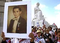 Un pionero cubano, carga un cuadro con la imagen de Jose Marti, Heroe Nacionel de Cuba, durante una ceremonia en la que los pioneros habaneros ofrendan flores ante el monumento de dicho heroe, en la Plaza de la Revolucion, con motivo del 150 aniversario de su natalicio, 28 de Enero del 2003, la Habana, Cuba, (Photo Cristobal Herrera)
