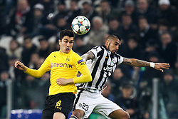 24.02.2015, Juventus Stadium, Turin, ITA, UEFA CL, Juventus Turin vs Borussia Dortmund, Achtelfinale, Hinspiel, im Bild l-r: im Zweikampf, Aktion, Kopfballduell mit Nuri Sahin #18 (Borussia Dortmund) und Arturo Vidal #23 (Juventus Turin) // during the UEFA Champions League Round of 16, 1st Leg match between between Juventus Turin and Borussia Dortmund on at the Juventus Stadium in Turin, Italy on 2015/02/24. EXPA Pictures © 2015, PhotoCredit: EXPA/ Eibner-Pressefoto/ Kolbert<br /> <br /> *****ATTENTION - OUT of GER*****
