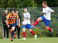 FODBOLD: Emirhan Vurucu (Farum) og Mark Piil (Herlev) under kampen i Sjællandsserien mellem Herlev Fodbold og Farum Boldklub den 19. august 2017 i Herlev Idrætspark. Foto: Claus Birch