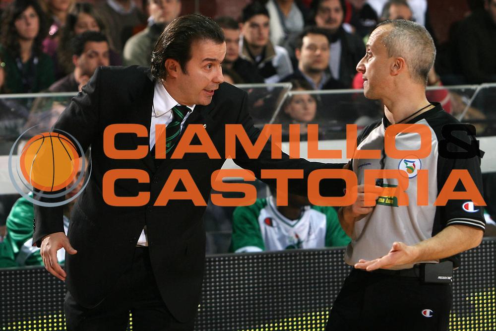 DESCRIZIONE : Caserta Lega A1 2008-09 Eldo Caserta Montepaschi Siena<br /> GIOCATORE : Simone Pianigiani Giampaolo Cicoria<br /> SQUADRA : Montepaschi Siena AIAP<br /> EVENTO : Campionato Lega A1 2008-2009 <br /> GARA : Eldo Caserta Montepaschi Siena<br /> DATA : 28/12/2008 <br /> CATEGORIA : ritratto arbitro referees<br /> SPORT : Pallacanestro <br /> AUTORE : Agenzia Ciamillo-Castoria/E.Castoria
