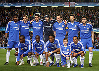 Fotball<br /> Lagbilde<br /> Foto: imago/Digitalsport<br /> NORWAY ONLY<br /> <br /> 04.04.2007  <br /> Lagbilde Chelsea<br /> <br /> Mannschaftsfoto Chelsea mit einem Jugendfußballer, hi.v.li.: John Obi Mikel, Andriy Shevchenko, Michael Ballack, Torwart Petr Cech, John Terry, Ricardo Carvalho, Frank Lampard; vorn: Salomon Kalou, Lassana Diarra, Didier Drogba und Ashley Cole