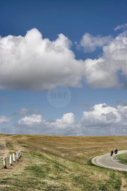 Nederland Zaamslag gemeente Terneuzen  19 juni 2010 20100619       ..Serie landschappen provincie Zeeland. Zeeuws-Vlaanderen, polderlandschap landschap dijk  westerschelde. Motorrijders cruisen door polderlandschap, scenery. Illustratief beeld route nemen,  waterveiligheid, infrastructuur. , schepping, schone lucht, schoon, schoonheid, sea level, sealevel, skies, space, sprankelend, sprankelende, stijging zeespiegel, stil, stilleven, stilte, stock, stockbeeld, streek, sunny, sustainable, terrein, typerend, typical dutch landscape, typisch hollands, typisch hollands landschap, typische, uitgestrektheid, uitzicht, uniek, unieke, veiligheid, vergezicht, vergezichten, verte, vrij, vrijheid weer, waaien, water level, waterbeheer, Waterbeheerplan, waterhuishouding, waterkering, Waterkeringen, waterkeringen, waterlevel, watermanagement, waterniveau, waterpeil, waterplan, waterproblematiek, waterstaatkundige, waterstand, watersysteem, waterveiligheid, waterveiligheid en gebiedsontwikkeling, waterwerken, weersomstandigheden, weg, wegen, weggetje, wegtransport, wegverkeer, wegvervoer, wei, weide, weidegang, weiland, weiland. Landscape, wijdheid, wijds, wijdsheid, wind, wit, witte, wolk, wolken, wolkenpartij, zeeland, zeeuws vlaanderen, zeeuws-vlaanderen, zeewering, zo vrij als een vogel, zonnig, zonnige dag, zware, zwitserleven gevoel ..Foto: David Rozing