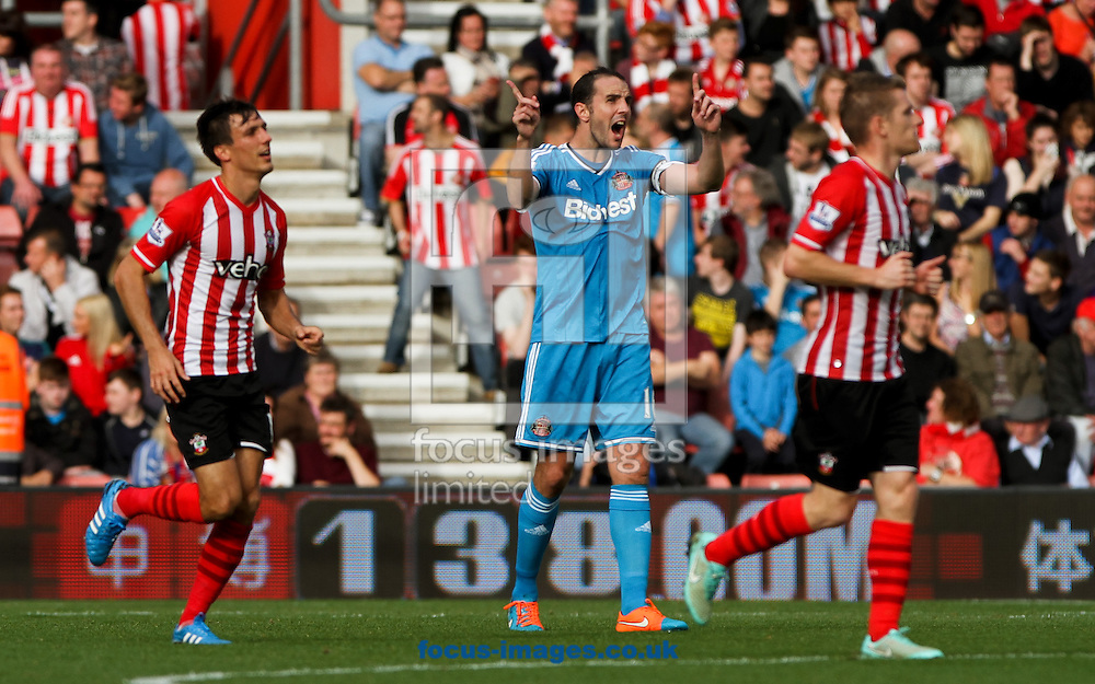 John O'Shea of Sunderland shouts at his team mates during the Barclays Premier League match at the St Mary's Stadium, Southampton<br /> Picture by Tom Smith/Focus Images Ltd 07545141164<br /> 18/10/2014