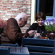 NLD/Laren/20080417 - Mies Bouwman en partner Leen Timp