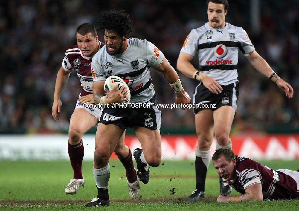 Warriors prop Ruben Wiki on the charge.<br />
