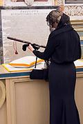 Staatsbezoek van Koning en Koningin aan de de Heilige Stoel in Vaticaanstad  /// State visit of King and Queen to the Holy See in Vatican City<br /> <br /> Op de foto / On the photo:  Koning Willem-Alexander en koningin Maxima krigen de baton van Pater A.S. Abascal en overhandigen de bevelhebbersstaf -  Baton van Willem van Oranje in  de Pauselijke Bibliotheek in Rome de aan mevrouw Saam van het Nederlands Militair Museum<br /> <br /> King Willem-Alexander and Queen Maxima wars the baton of Pater A.S. Abascal and hand over the commander's letter - Baton of Willem van Oranje in the Papal Library in Rome the to Mrs. Saam of the Dutch Military Museum