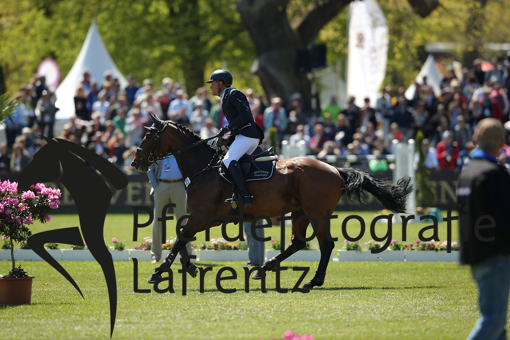 Hamburg - Hamburger Derby 2016<br /> Meyer, Hilmar (GER) Salto de Fee<br /> &copy; Stefan Lafrentz