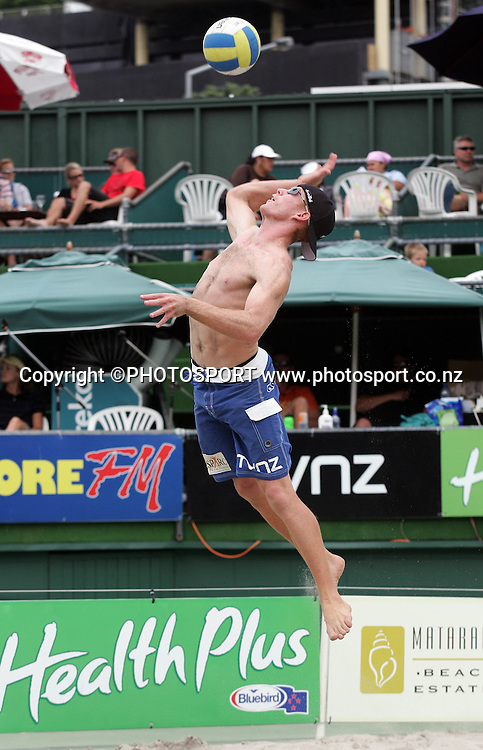 Jason Lochhead serves during the More FM NZ Open Beach Volleyball tournament held at Stanley St in Auckland, New Zealand on Saturday, 20 January 2007. Photo: Renee McKay/PHOTOSPORT<br /><br /><br />200107