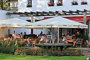 Cafe im Rosengarten, Neustadt, Dresden, Sachsen, Deutschland.|.cafe in rose garden, Neustadt, Dresden, Germany