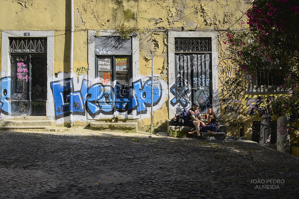 Couple enjoying summer sun in the Chiado quarter