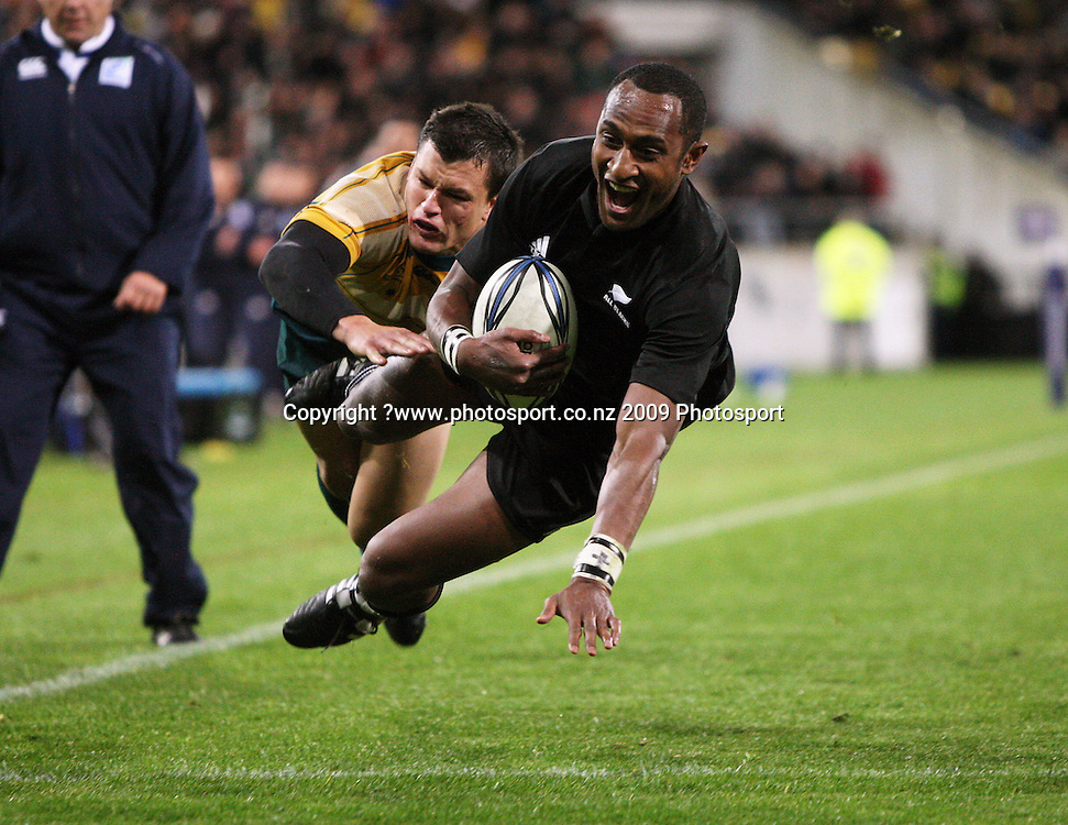 Joe Rokocoko beats Adam Ashley-Cooper to score the final try.<br /> Investec Tri-Nations - All Blacks v Australia at Westpac Stadium, Wellington. Saturday 19 September 2009. Photo: Dave Lintott/PHOTOSPORT