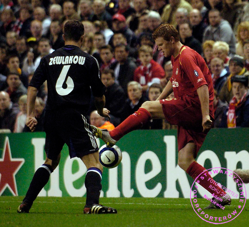 Photo: Jed Wee/SBI/WROFOTO..Liverpool v Anderlecht. UEFA Champions League...01/11/2005....Liverpool's John Arne Riise tries to control the ball..MICHAL ZEWLAKOW /TYLEM/