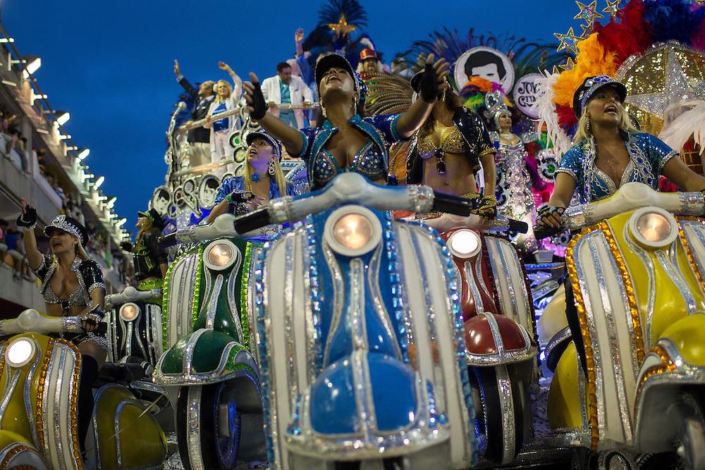 RIO DE JANEIRO, Brazil - March 08 of 2011: Samba dancers in Rio de Janeiro's 2011 Carnival, at Marquês de Sapucaí avenue.  (photo: Caio Guatelli)