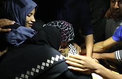November 19, 2016 - Gaza, gaza strip, Palestine - Mourners carry the body of Mohammed Abu Saada, a 26-year-old  Palestinian who was killed on Friday during a rock-throwing protest near the Gaza-Israel border, during his funeral in central Gaza Strip November 19, 2016. (Credit Image: © Majdi Fathi/NurPhoto via ZUMA Press)