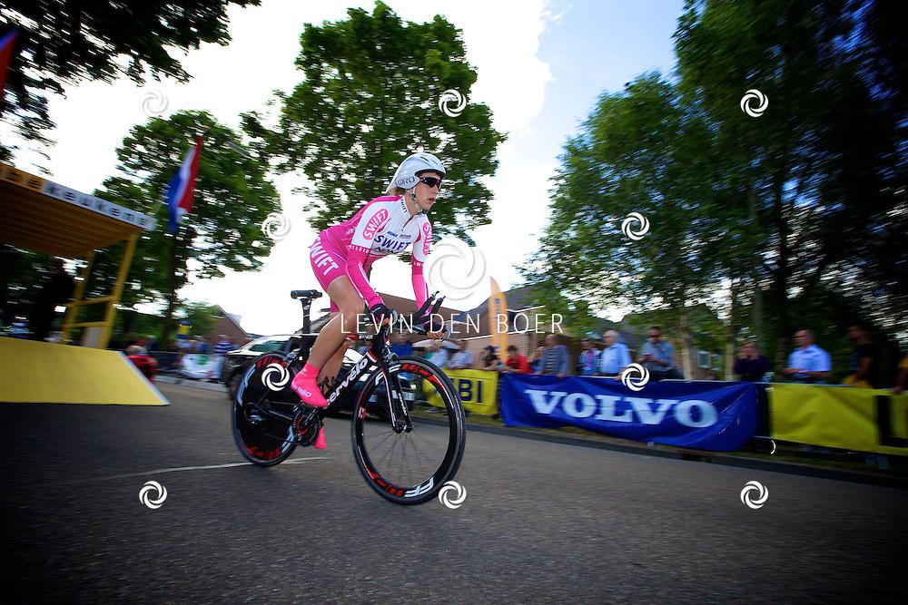 ZALTBOMMEL - Het NK tijdrijden is van start gegaan in Zaltbommel. Diversen amateurs, nieuwe en ook professionele wielrenners gaan hier van start vandaag. Met op de foto Harriët Koorn. FOTO LEVIN DEN BOER - KWALITEITFOTO.NL