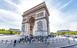 THEMENBILD - Blick auf den Triumphbogenim Gegenlicht bei Sonnenschein, aufgenommen am 09. Juni 2016 in Paris, Frankreich // The Arc de Triomphe in Backlight with Sunshine, Paris, France on 2016/06/09. EXPA Pictures © 2017, PhotoCredit: EXPA/ JFK