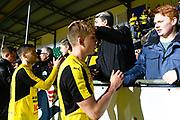 LJUNGSKILE SVERIGE - 2017-11-04: Joel Enarsson Mj&auml;llby AIF tackar fansen under kvalmatchen till Superettan mellan Ljungskile SK och Mj&auml;llby AIF p&aring; Skarsj&ouml;vallen den 4 november i Ljungskile, Sverige.<br /> Foto: Jonas Gustafsson/Ombrello<br /> ***BETALBILD***