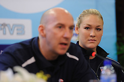 24-08-2010 VOLLEYBAL: WGP PRESS CONFERENCE AND TECHNICAL MEETING: BEILUN NINGBO<br /> Press conference with  Hugh McCutcheon USA and Jennifer Tamas<br /> ©2010-WWW.FOTOHOOGENDOORN.NL