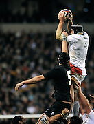 Twickenham, GREAT BRITAIN,  Steve BORTHWICK collects the line out ball, during the Investic Challenge, England vs New Zealand, Autumn International at Twickenham Stadium, Surrey on Sat 29.11.2008 [Photo, Peter Spurrier/Intersport-images]