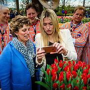 NLD/Lisse/20160409 - Doop tulp door Estavana Polman, met haar moeder