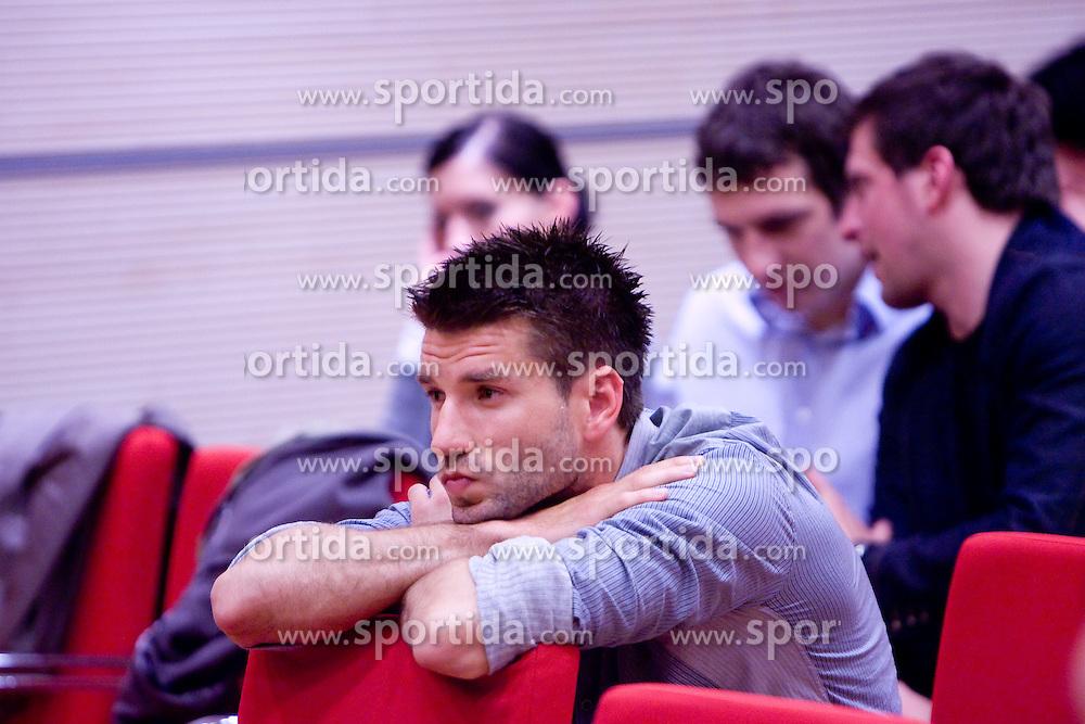 Nogometas Luka Elsner na okrogli mizi na temo o vlogi medijev (predvsem televizije), pri popularizaciji in razvoju slovenskega nogometa v organizaciji SportForum Slovenija, Austria Trend Hotel, Ljubljana, 23. april 2009. (Photo by Vid Ponikvar / Sportida)