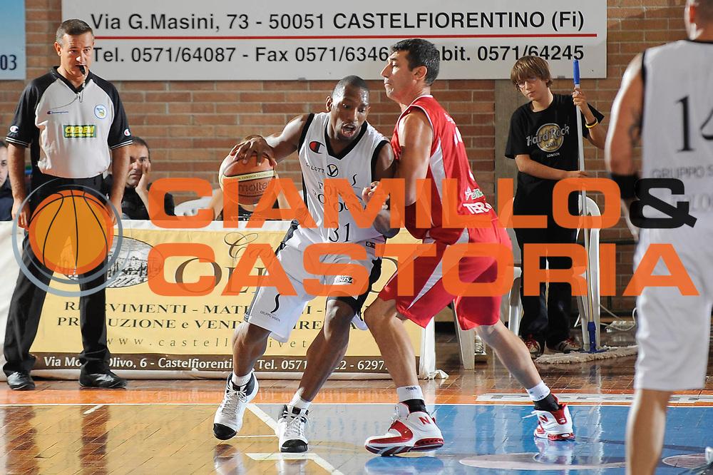 DESCRIZIONE : Castelfiorentino Lega A 2009-10 Basket Torneo V. Martini Virtus Bologna Bancatercas Teramo<br /> GIOCATORE : Leroy Hurd<br /> SQUADRA : Virtus Bologna<br /> EVENTO : Campionato Lega A 2009-2010 <br /> GARA : Virtus Bologna Bancatercas Teramo<br /> DATA : 12/09/2009<br /> CATEGORIA : penetrazione<br /> SPORT : Pallacanestro <br /> AUTORE : Agenzia Ciamillo-Castoria/G.Ciamillo