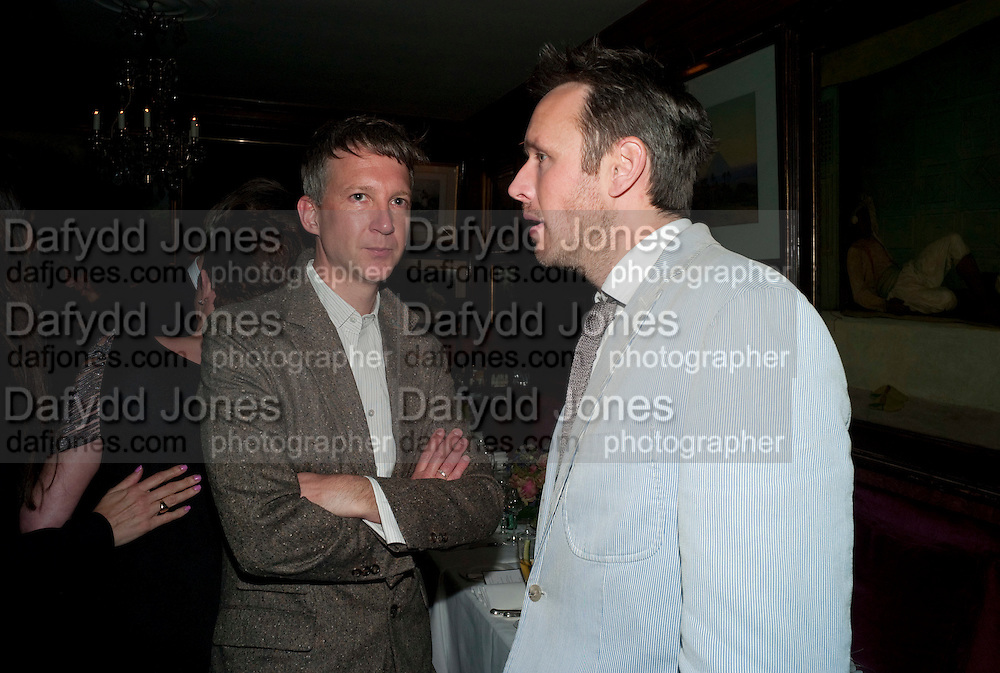 JEFFERSON HACK; ALASDHAIR WILLIS, Dinner hosted by Elizabeth Saltzman for Mario Testino and Kate Moss. Mark's Club. London. 5 June 2010. -DO NOT ARCHIVE-© Copyright Photograph by Dafydd Jones. 248 Clapham Rd. London SW9 0PZ. Tel 0207 820 0771. www.dafjones.com.