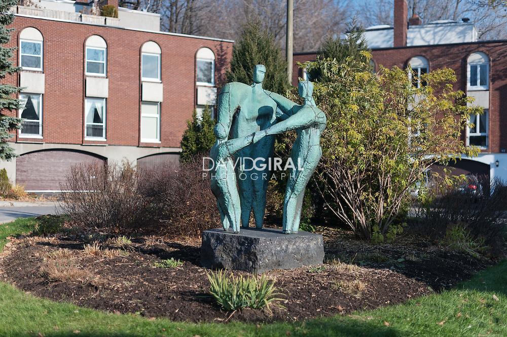 Statue Affinit&eacute;, Hans Schleeh<br /> Art Public, Parc du Mont-Royal, Montr&eacute;al, Qu&eacute;bec Canada