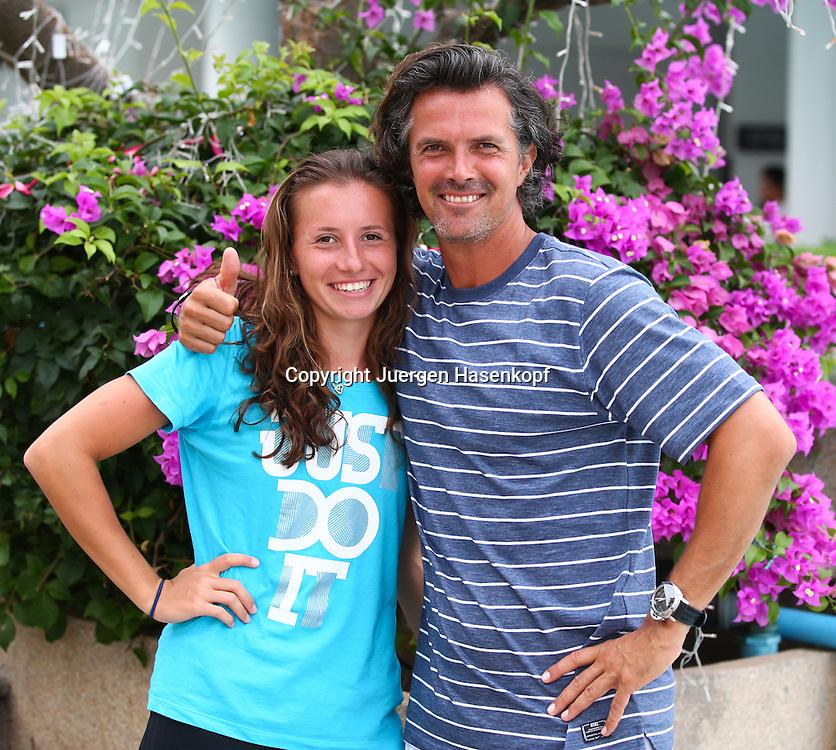 PTT Pattaya Open 2013,WTA Tennis Turnier,. International Series, Dusit Resort in Pattaya,.Thailand ,Annika Beck (GER) und ihr Trainer Robert Orlik,Halbkoerper,Querformat,Portrait,
