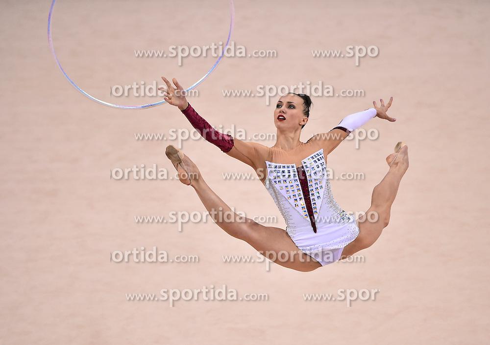 08.09.2015, Porsche Arena, Stuttgart, GER, Gymnastik WM, im Bild Ganna Rizatdinova (UKR) Reifen // during the World Rhythmic Gymnastics Championships at the Porsche Arena in Stuttgart, Germany on 2015/09/08. EXPA Pictures &copy; 2015, PhotoCredit: EXPA/ Eibner-Pressefoto/ Weber<br /> <br /> *****ATTENTION - OUT of GER*****