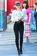 27.SEPTEMBER.2013. LOS ANGELES<br /> <br /> GWEN STEFANI AND SON ZUMA ROSSDALE OUT AND ABOUT IN LOS ANGELES, USA. WEARING A LEOPARD TOP HAT.<br /> <br /> BYLINE: EDBIMAGEARCHIVE.CO.UK<br /> <br /> *THIS IMAGE IS STRICTLY FOR UK NEWSPAPERS AND MAGAZINES ONLY*<br /> *FOR WORLD WIDE SALES AND WEB USE PLEASE CONTACT EDBIMAGEARCHIVE - 0208 954 5968*