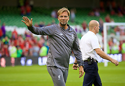 DUBLIN, REPUBLIC OF IRELAND - Saturday, August 4, 2018: Liverpool's manager Jürgen Klopp waves to supporters after the preseason friendly match between SSC Napoli and Liverpool FC at Landsdowne Road. (Pic by David Rawcliffe/Propaganda)