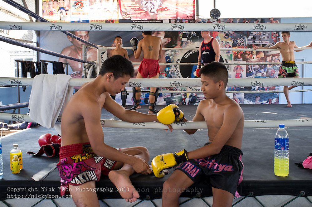 Khanomtom 62 is a small Muay Thai (Thai KickBoxing) gym in central Bangkok.