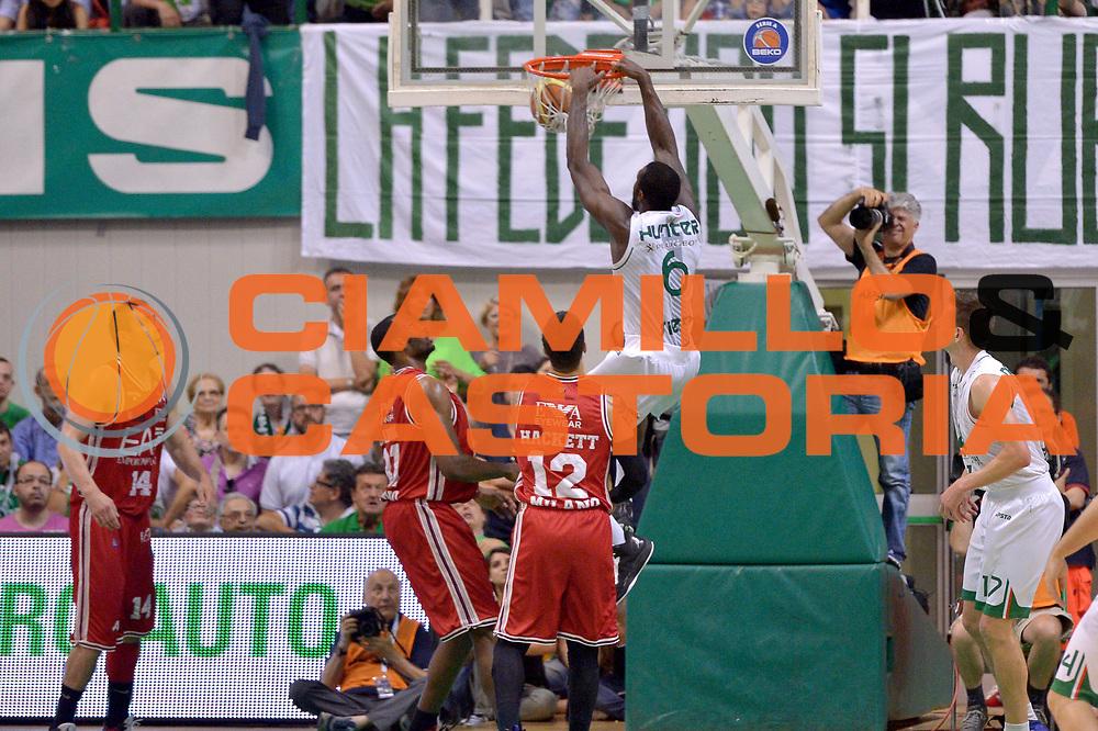 DESCRIZIONE : Milano Lega A 2013-14 Montepaschi Siena  vs EA7 Emporio Armani Milano playoff Finale gara 6<br /> GIOCATORE : Hunter Othello<br /> CATEGORIA : Tiro<br /> SQUADRA : Montepaschi Siena<br /> EVENTO : Finale gara 6 playoff<br /> GARA : Montepaschi Siena  vs EA7 Emporio Armani Milano playoff Finale gara 6<br /> DATA : 25/06/2014<br /> SPORT : Pallacanestro <br /> AUTORE : Agenzia Ciamillo-Castoria/I.Mancini<br /> Galleria : Lega Basket A 2013-2014  <br /> Fotonotizia : Milano<br /> Lega A 2013-14 Montepaschi Siena  vs EA7 Emporio Armani Milano playoff Finale gara 6 <br /> Predefinita :