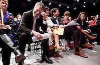 Nederland. Utrecht, 14 maart 2009.<br /> Bos, Ploumen, Dijsselbloem, Hamer en Albayrak lachen om de tijd die afgevaardigdennodig hebben om hun motie te verdedigen.<br /> Eerste dag van het PvdA congres in Central Studios. Op het congres wordt onder andere gediscussieerd over de Integratienota, de aanschaf van de JSF en de kredietcrisis. <br /> Foto Martijn Beekman NIET VOOR PUBLIKATIE IN PAROOL, TROUW, AD, NRC EN TELEGRAAF