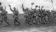 Soldiers of the Worcester Regiment (29th/36th Foot)  going into action in c1915 during World War I.