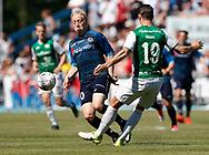 FODBOLD: Andreas Moos (Næstved BK) forsøger at stoppe Mads Aaquist (FC Helsingør) under kampen i NordicBet Ligaen mellem FC Helsingør og Næstved Boldklub den 27. maj 2017 på Helsingør Stadion. Foto: Claus Birch