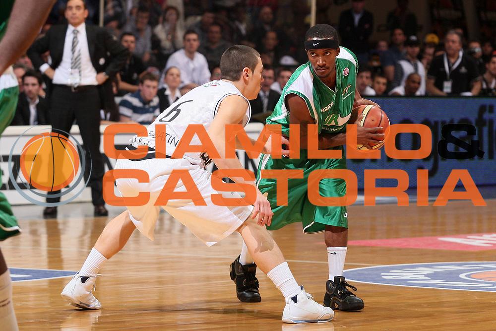 DESCRIZIONE : Bologna Final Eight 2008 Finale La Fortezza Virtus Bologna Air Avellino <br /> GIOCATORE : Marques Green <br /> SQUADRA : Air Avellino <br /> EVENTO : Tim Cup Basket For Life Coppa Italia Final Eight 2008 <br /> GARA : La Fortezza Virtus Bologna Air Avellino <br /> DATA : 10/02/2008 <br /> CATEGORIA : Palleggio <br /> SPORT : Pallacanestro <br /> AUTORE : Agenzia Ciamillo-Castoria/S.Silvestri