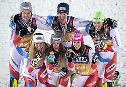 12.02.2019, Aare, SWE, FIS Weltmeisterschaften Ski Alpin, Teambewerb, Siegerehrung, im Bild Team Schweiz (1. Platz) mit v.l.: hinten Sandro Simonet (SUI), Ramon Zenhaeusern (SUI), Daniel Yule (SUI), vorne Andrea Elenberger (SUI), Aline Danioth (SUI), Wendy Holdener (SUI) // goldmedalist am world champion Team Switzerland with f.l.: Sandro Simonet Ramon Zenhaeusern Daniel Yule vorne Andrea Elenberger Aline Danioth Wendy Holdener during Winner Award Ceremony of the Team competition of FIS Ski World Championships 2019. Aare, Sweden on 2019/02/12. EXPA Pictures © 2019, PhotoCredit: EXPA/ Johann Groder