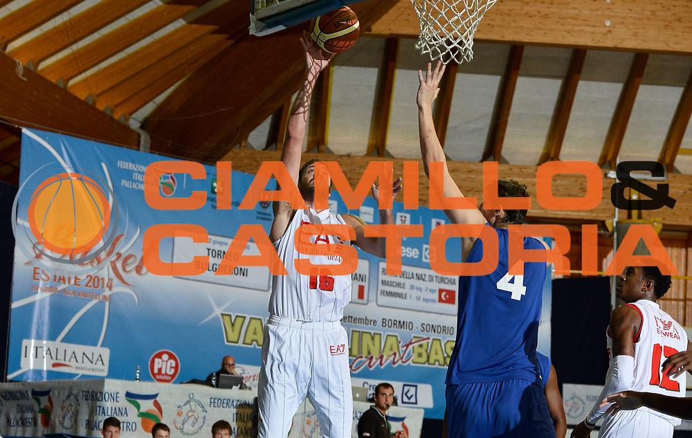 DESCRIZIONE : Bormio Lega A 2014-15 amichevole Ea7 Olimpia Milano - Pepinster<br /> GIOCATORE : Angelo Gigli<br /> CATEGORIA : tiro penetrazione<br /> SQUADRA : Ea7 Olimpia Milano<br /> EVENTO : Valtellina Basket Circuit 2014<br /> GARA : Ea7 Olimpia Milano - Pepinster<br /> DATA : 09/09/2014<br /> SPORT : Pallacanestro <br /> AUTORE : Agenzia Ciamillo-Castoria/R.Morgano<br /> Galleria : Lega Basket A 2014-2015  <br /> Fotonotizia : Bormio Lega A 2014-15 amichevole Ea7 Olimpia Milano - Pepinster<br /> Predefinita :