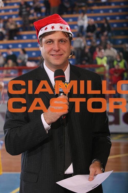 DESCRIZIONE : Porto San Giorgio Lega A1 2007-08 Premiata Montegranaro Lottomatica Virtus Roma <br /> GIOCATORE : Pessina <br /> SQUADRA : Sky <br /> EVENTO : Campionato Lega A1 2007-2008 <br /> GARA : Premiata Montegranaro Lottomatica Virtus Roma <br /> DATA : 23/12/2007 <br /> CATEGORIA : Before Curiosita <br /> SPORT : Pallacanestro <br /> AUTORE : Agenzia Ciamillo-Castoria/G.Ciamillo