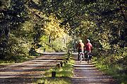 Nedrland, Well, 16-10-2011Ouder echtpaar maakt een fietstocht op een mooie herfstdag door natuurgebied de maasduinen.Foto: Flip Franssen/Hollandse Hoogte