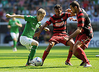 FUSSBALL   1. BUNDESLIGA   SAISON 2011/2012    3. SPIELTAG SV Werder Bremen - SC Freiburg                             20.08.2011 Marko MARIN (li, Bremen) gegen die Freiburger Yacine ABDESSADKI (Mitte) und Pavel KRMAS (re)