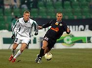 n/z.: Bartosz Slusarski (nr23-Groclin) , Dariusz Dzwigala (nr35-Polonia) podczas meczu ligowego Groclin Grodzisk Wlkp. (biale) - Polonia Warszawa (czarne) 5:0 , I liga polska , 14 kolejka sezon 2004/2005 , pilka nozna , Polska , Grodzisk Wielkopolski , 13-03-2005 , fot.: Adam Nurkiewicz / mediasport..Bartosz Slusarski (nr23-Groclin) , Dariusz Dzwigala (nr35-Polonia) fight for the ball during Polish league first division soccer match in Grodzisk Wielkopolski. March 13, 2005 ; Groclin Grodzisk Wlkp. (white) - Polonia Warszawa (black) 5:0 ; first division , 14 round season 2004/2005 , football , Poland , Grodzisk Wielkopolski ( Photo by Adam Nurkiewicz / mediasport )